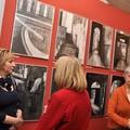 """Obejrzyj galerię: """"Czarno na białym"""" oraz """"Proste historie"""" w Miejskiej Galerii Sztuki"""