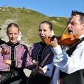 """Obejrzyj galerię: Koncert na Kasprowym Wierchu """"Z tatrzańskich szczytów do wioski festiwalowej"""""""
