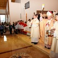 Obejrzyj galerię: Kardynał Dziwisz pobłogosławił kościół bł. Jana Pawła II
