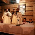 Obejrzyj galerię: Msza św. i watra na szczycie wulkanu w rocznicę śmierci Papieża Polaka