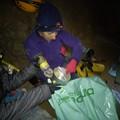 Obejrzyj galerię: 1,5 tony śmieci zniesiono z Tatr - Sprzątanie jaskini Śnieżnej