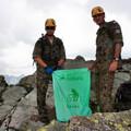 Obejrzyj galerię: 1,5 tony śmieci zniesiono z Tatr - 6 Brygada Powietrzno-Desantowa w akcji