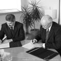 Obejrzyj galerię: Podpisanie porozumienia między Zarządem ZEW Niedzica S.A. oraz gminą Ostrów