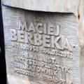 Obejrzyj galerię: Poświęcono symboliczny grób Macieja Berbeki