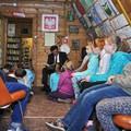 Obejrzyj galerię: Głośne czytanie w bibliotece