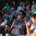 Obejrzyj galerię: Zakończenie Festiwalu Muzyka Zaklęta w Drewnie – występ Kapeli Hanki Wójciak i małopolskie korale.