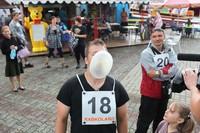 Mistrz w dmuchaniu balona z gumy do żucia