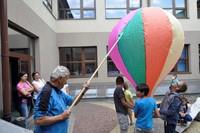 """""""Wakacje w Mieście 2015"""" - budowa balonów"""