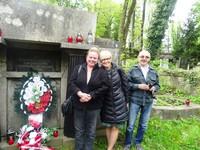 Delegacja Stowarzyszenia Absolwentów LO im.O.Balzera przy grobie patrona szkoły.