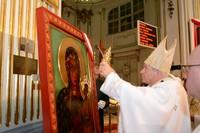 Koronacja obrazu MB Częstochowskiej wotami jubileuszowymi z okazji 1050-lecia Chrztu Polski