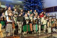 """VIII Festiwal Kolęd, Pastorałek i Pieśni Bożonarodzeniowych """"Dobrze ześ się Jezu pod Giewontem zrodziył…"""" - Zespół Polaniorze z Kościeliska"""