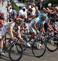 Sportowe powitanie kolarzy