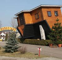 Dom, który stoi do góry nogami w Rabkolandzie