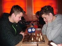 Rozgrywki szachowe między młodymi adeptami z Ochotnicy i Krościenka