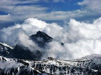 Krywań w morzu chmur, tak było w początku kwietnia 2011, fot. Wojciech Szatkowski