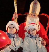 Na tronie obok Świętego Mikołaja