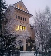Gmach główny Muzeum Tatrzańskiego czynny również we wtorki w czasie ferii zimowych