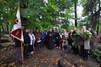 Zebrani na skromnej uroczystości modlili się za poległych i pomordowanych na Wschodzie. Złożyli również kwiaty i zapalili znicze pod symbolicznym pomnikiem Sybiraków na Starym Cmentarzu.