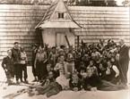 Pumpki, swetry i czapka amundsenka